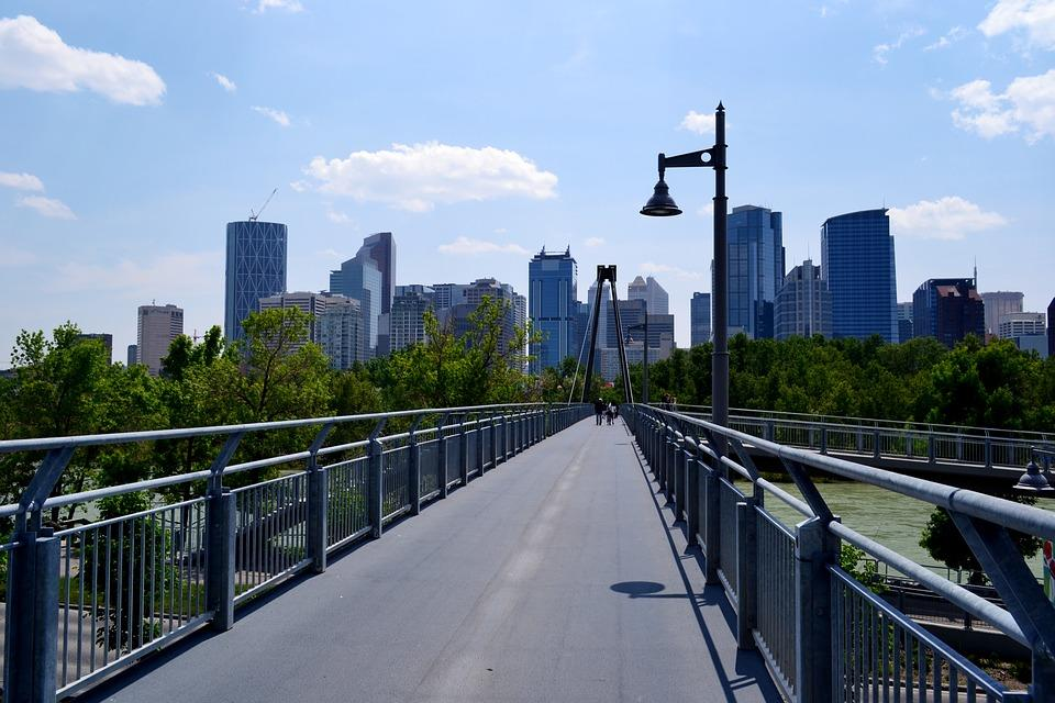 Proximity to pathways, parks and grocery stores are just some of the community characteristic linked to health, according to a new study which reviews the available Canadian evidence on neighbourhood design and chronic health conditions to date.