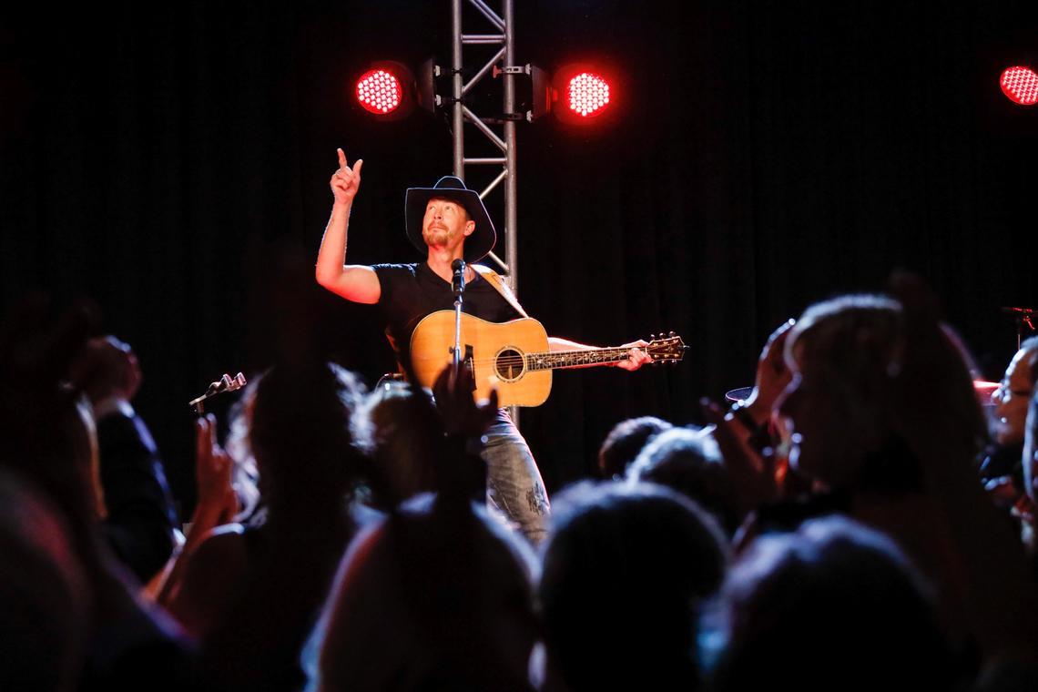 Paul Brandt performs at Libin Institute gala