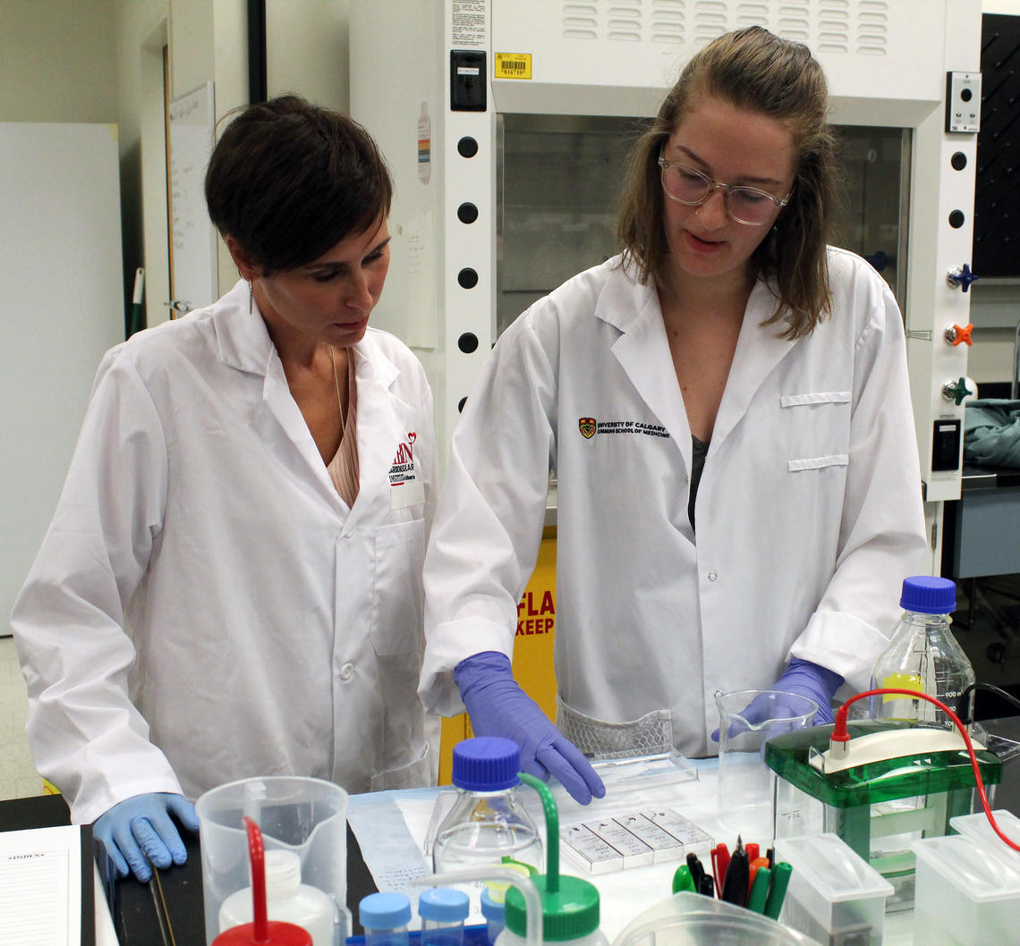 Dr. Jennifer Thompson, PhD, works with a student in her lab