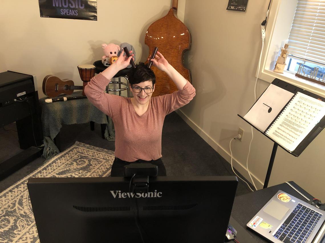 Kelsey Noble teaches an online music class.
