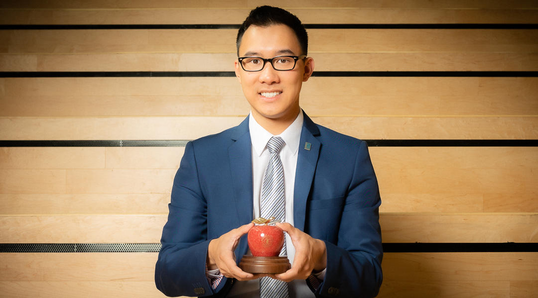 SU Vice President Academic Kevin Dang with an SU Teaching Excellence Award