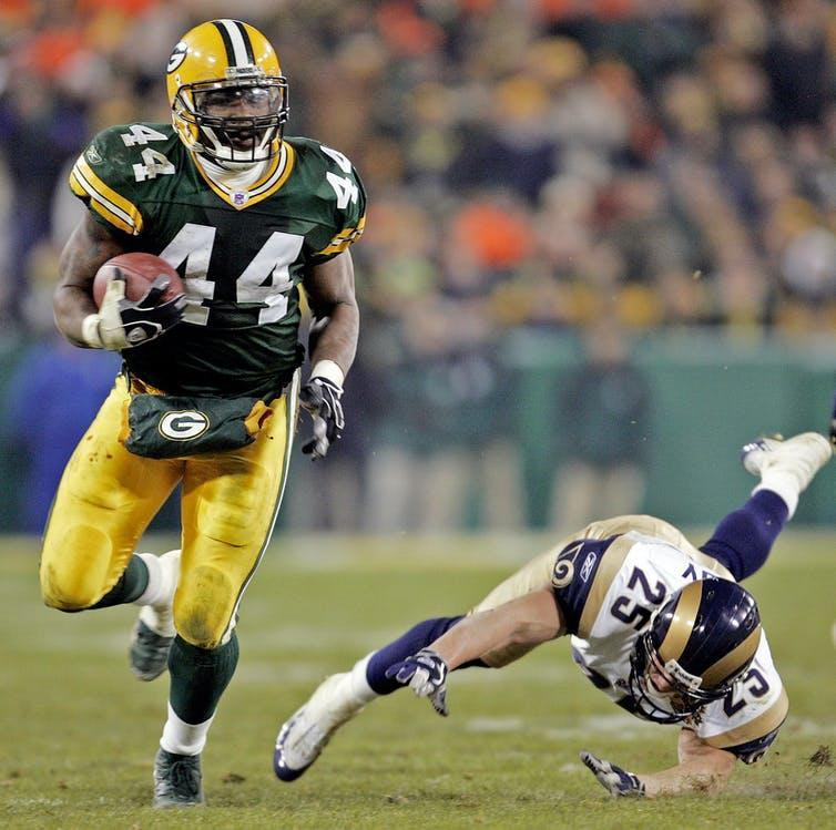 Green Bay Packers' Najeh Davenport breaks away from St. Louis Rams' Rich Coady (25) for a 40-yard touchdown run in the fourth quarter on Nov. 29, 2004, in Green Bay, Wis.