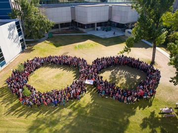The Schulich School of Engineering's first year class creates a giant infinity symbol on the lawn