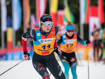 Elizabeth Elliott competing at U20 girls relay at World juniors Championships (2020) in Oberwiesenthal, Germany