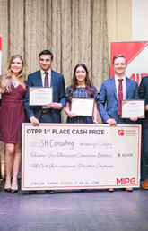 Team SH Consulting won top prize in the McGill International Portfolio Challenge. Holding certificates, from left: Alim Suleman, Daria Emami, Wyatt Phillips and Rafael Sliva. The team was coached by Tom Holloway and Rene Wells. Photo courtesy McGill International Portfolio Challenge