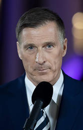 Maxime Bernier either doesn't know or doesn't care that immigrants have a positive impact on the economy