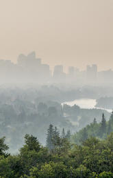 Smoke from wildfires blankets downtown Calgary