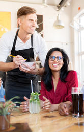 3 ways restaurant staff and customers can communicate to prevent food allergy reactions
